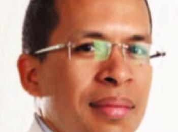Dr. Antolín Reynoso Presidente Nacional Artroplastia